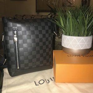LV - DISCOVERY MESSENGER BAG